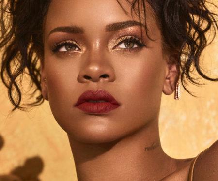 Tâchons de recopier ce maquillage de Rihanna!