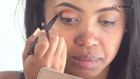 Appliquez votre couleur de transition sur le coin externe de votre oeil
