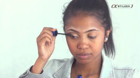 Appliquez votre mascara en zigzag pour courber vos cils