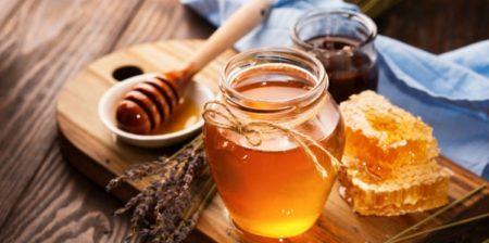 Le miel est bon pour la peau grasse