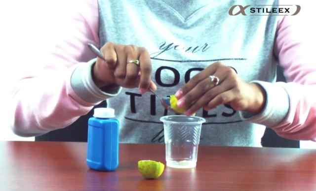 Il faut d'abord extraire le jus du citron