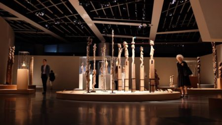 Les expositions comme celles du musée de Quai Branly donnent plus de visibilité à l'art Malagasy en France