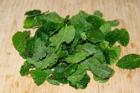 Mâchouillez régulièrement des feuilles de menthe pour une haleine fraîche
