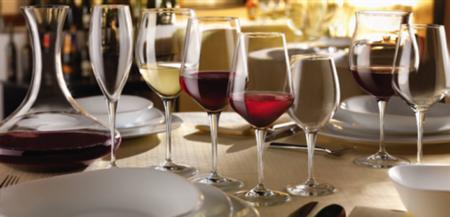 Les normes de disposition des verres sont internationales