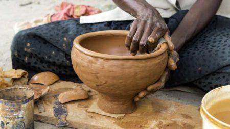 La poterie malgache est souvent appelée poterie «primitive»