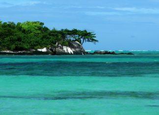 Quelles mers bordent Madagascar, cette grande île pleine de ressources ?