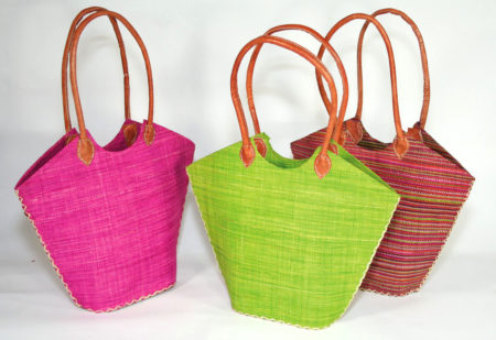 Le sac malgache en forme de trapèze est parfait pour la plage