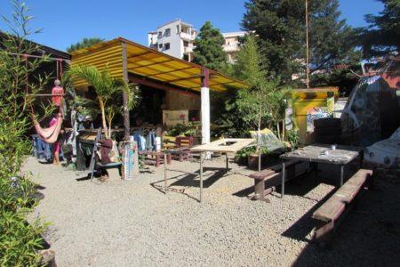 Le restaurant et la cour d'Is'art galerie