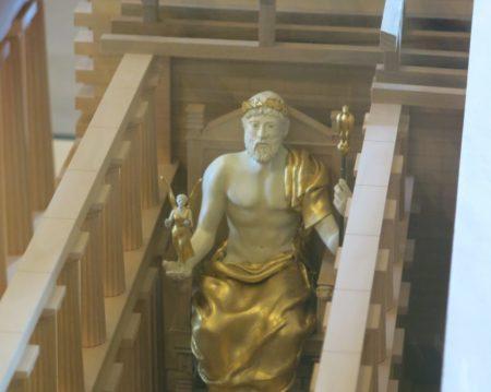 Une miniature proche de la statue originale