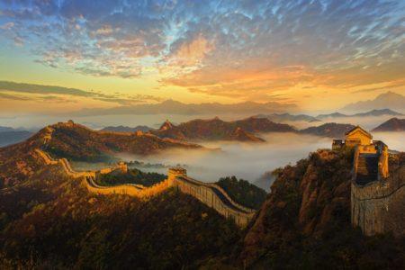 Une vue spectaculaire de la Muraille au coucher du soleil