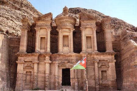Une des façades monumentales qui composent le site de Pétra