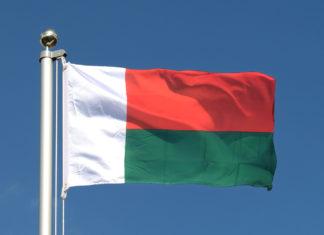 """Les couleurs drapeau malgache. Le sens du """"maitso, fotsy, mena"""""""