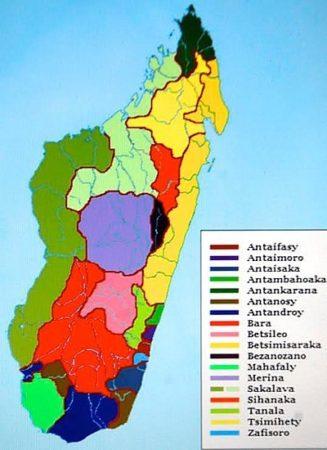 À chaque tribu son dialecte