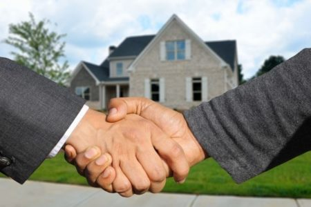 A real estate agent: a less risky and faster alternative