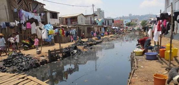 Un quartier en pleine ville regroupant les plus malheureux de la capitale, reflet de la pauvreté accablante du pays
