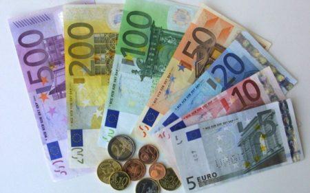 L'euro devient instantanément la deuxième devise internationale depuis sa création en 1999