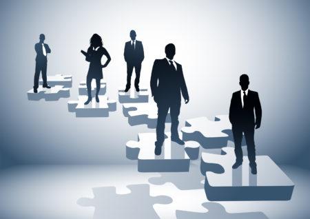 Une société est un organisme fondé et administré par plusieurs personnes en même temps