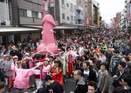 La ville de Kawasaki est recouvert de pénis lors de la célébration