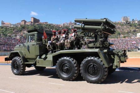 La célébration de la fête de l'indépendance est marqué par le défilé militaire
