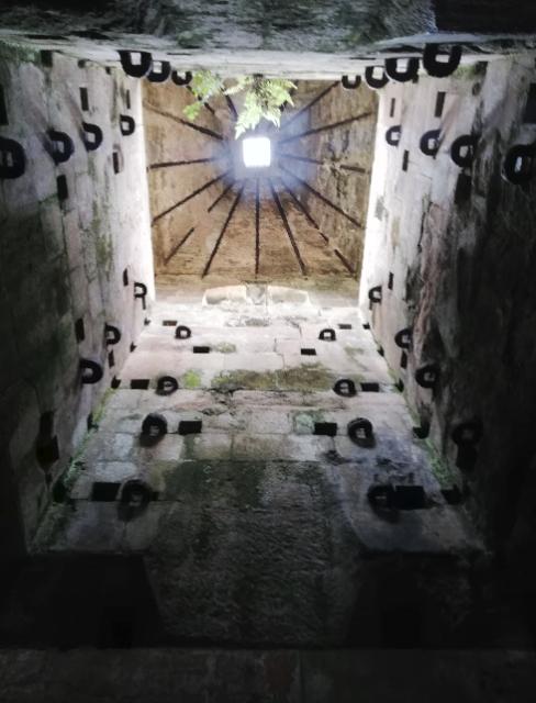 L'intérieur de l'ancienne fonderie. J'ai osé y entrer même si je suis la reine de la claustrophobie:P.