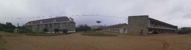Une petite vue panoramique des anciennes constructions de Laborde à Mantasoa. Il y a le lycée Jean Laborde à la place de son ancienne usine