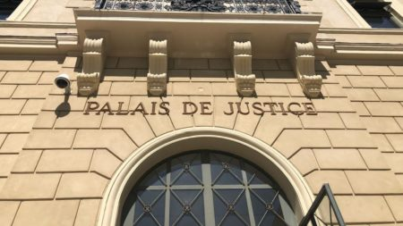 """Le terme """"judiciaire"""" est lié au tribunal"""