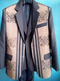 Des vêtements pour homme avec du lamba landy malgache