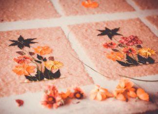 Papier antemoro: de l'écorce à la feuille décorative, le coup de main expert malgache !