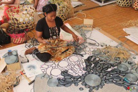 Le raphia dépasse depuis des décennies le cuir et le bois dans le cœur des malgaches