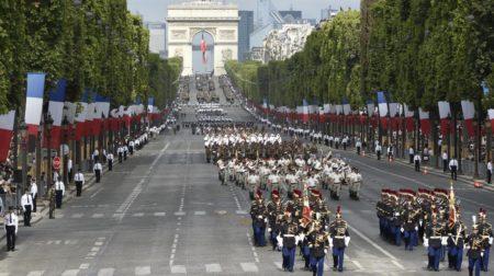 Un défilé militaire est organisé lors de la commémoration du 14 juillet