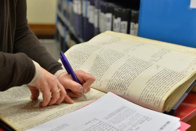 Le cahier de l'arrondissement où seront retranscrits les détails importants de chaque mariage qui y est officialisé