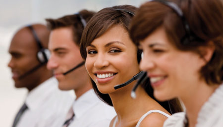 Ce charmant sourire qui vous revient de droit quand vous faites appel au service client