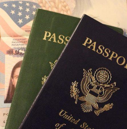 El pasaporte es uno de los documentos que hay que presentar