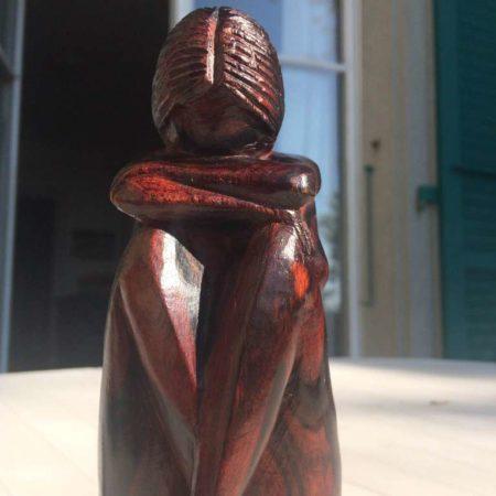 Une statuette en bois de rose