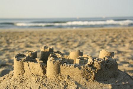 Qui aurait cru que le sable était le principal ingrédient pour fabriquer le verre