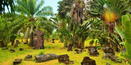 On peut trouver le cimetière des pirates à Sainte Marie