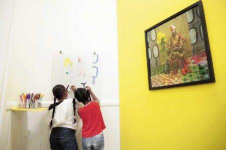 «Jeux d'Artifices» encourage l'interaction entre les œuvres d'art et les enfants