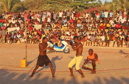 Ces combats unissent le peuple, les habitants du village