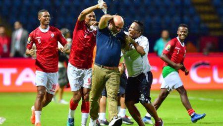 La joie de Nicolas Dupuis, de l'équipe et du Staff après la victoire des BAREA face au Nigéria