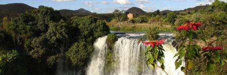 Vue de haut du lac Ravelobe, l'étape incontournable de l'un des parcs nationaux de Madagascar qui vous éblouira