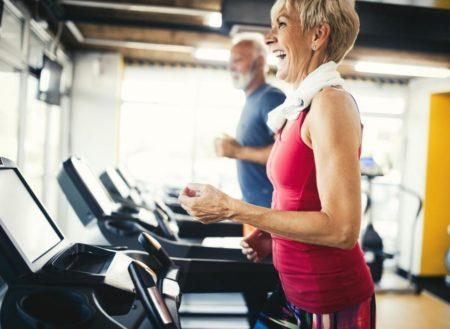 Les exercices physiques sont conseillés pour les personnes âgées afin de prévenir l'alzheimer