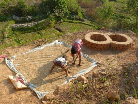 Pour faire sécher les paddys, on les étend dans la cour