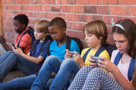 Incluso cuando navegan con sus smartphones, los niños pueden encontrar pornografía en cualquier momento
