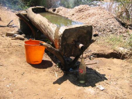 Voici le tuyau relié à la barrique pour produire la réaction chimique