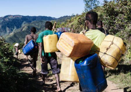 Le toaka gasy est transporté dans ces bidons