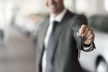Le commercial véhicule neuf commercialise des voitures de marques internationales
