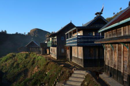 Non, ceci n'est pas une illustration d'un village indonésien, c'est ce à quoi ressemble un village zafimaniry