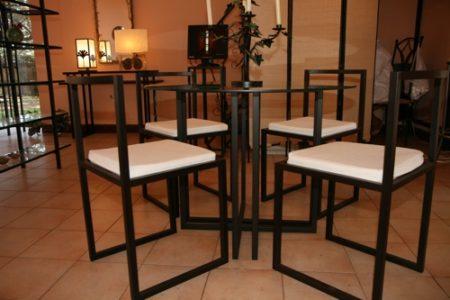 La ferronnerie d'art propose également des meubles très design en fer forgé ou en laiton