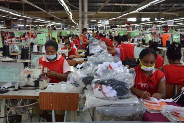 Quel soutien l'État apporte aux entreprises du secteur textile afin de faire face aux conséquences désastreuses du coronavirus.