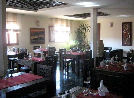 Salle du restaurant Sel et Poivre d'Ivato Hôtel